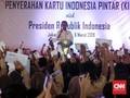 Serahkan KIP ke 3.300 Siswa, Jokowi 'Pamer' KIP Kuliah