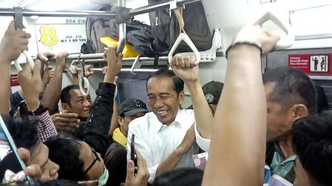 Pulang ke Bogor Naik KRL, Jokowi Ikut Berdesakan