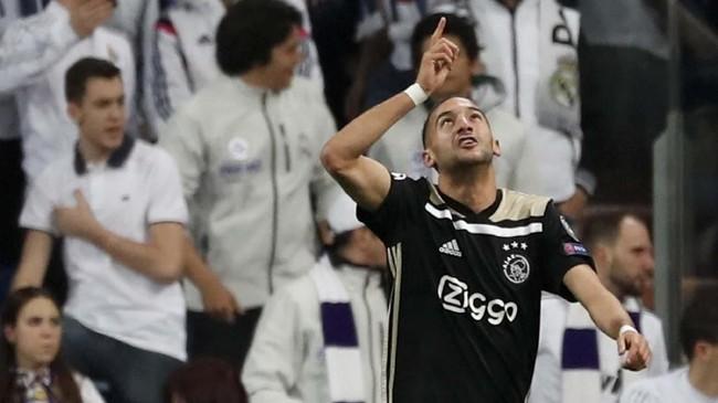 Gol ke gawang Madrid adalah yang kedua bagi Hakim Ziyech di musim ini di luar babak kualifikasi. Satu gol lain yang dicetak Ziyech juga terjadi ke gawang Madrid pada leg pertama lalu.(REUTERS/Susana Vera)