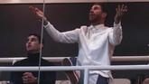 Sergio Ramos yang absen di laga melawan Ajax karena sanksi akumulasi kartu menunjukkan gestur kecewa usai timnya banyak kebobolan oleh tim tamu.(REUTERS/Sergio Perez)