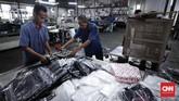 Seluruh kantong plastik produksi pabrik itu dikirimkan langsung ke pembeli ritel atau distributor yang berada di Jakarta-Bogor-Depok-Tangerang-Bekasi (Jabodetabek). (CNNIndonesia/SafirMakki).