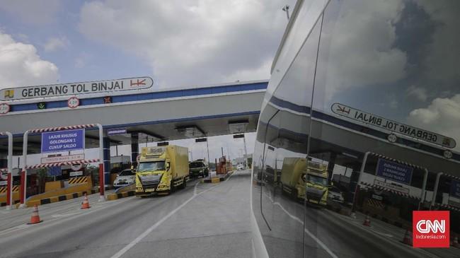 Pintu Tol Binjai bagian dari proyek pembangunan Jalan Tol Medan - Binjai seksi I di Binjai, Sumatera Utara, Rabu 6 Maret 2019. Jalan Tol Medan - Binjai seksi I sepanjang 6,7 KM tersebut pengerjaannya telah rampung sekitar 80 persen dan ditargetkan akan beroperasi pada akhir Tahun 2019. (CNN Indonesia/Adhi Wicaksono)