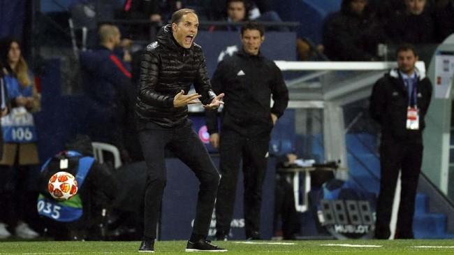 Pelatih PSG Thomas Tuchel bereaksi ketika melihat timnya ketinggalan dari Manchester United 1-2 di babak pertama. (Reuters/John Sibley)