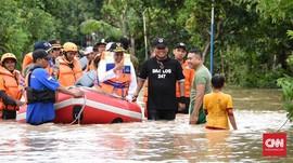 Khofifah Pastikan Kebutuhan Pengungsi Banjir Madiun Terpenuhi