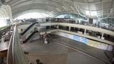 Terminal Internasional Bandara I Gusti Ngurah Rai, Bali juga tampak lengang. (ANTARA FOTO/Fikri Yusuf)