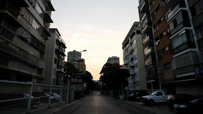 Caracas Seperti Kota Zombie, Listrik Mulai Padam