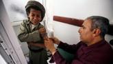 Anak laki-laki adalah korban paling banyak diserang binatang yang positif rabies. (REUTERS/Mohamed al-Sayaghi)