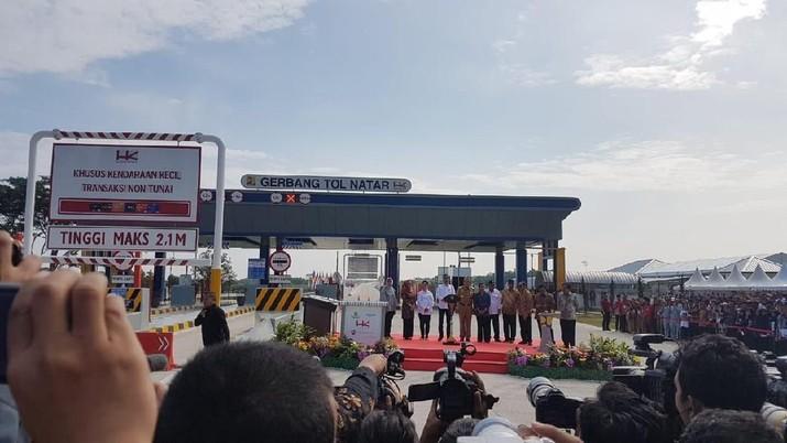Diresmikan Jokowi, Ini Tol Terpanjang Se-Indonesia Raya