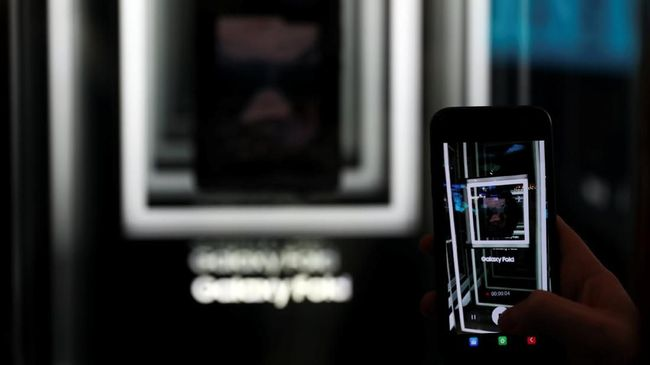 Samsung Tunda Kelahiran Galaxy Fold di China