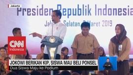 Jokowi Berikan KIP, Siswa Mau Beli Ponsel