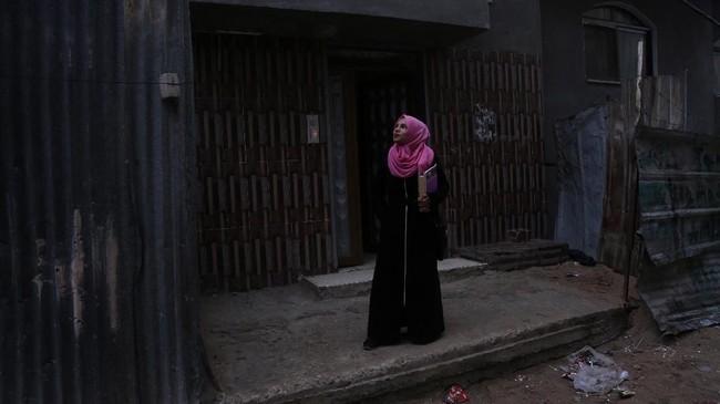 Terkadang perempuan berpendidikan tinggi di Jalur Gaza kerap kesulitan karena keterbatasan lapangan pekerjaan. (REUTERS/Samar Abo Elouf)