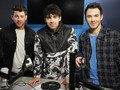Jonas Brothers Rajai Billboard 200 dengan 'Happiness Begins'