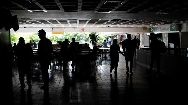 Venezuela gelap gulita karena listrik tiba-tiba padam pada Kamis (7/3) malam waktu setempat. (REUTERS/Manaure Quintero).