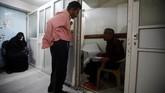 Rabies juga menyerang manusia, sekitar 6,3 persennya positif rabies. (REUTERS/Mohamed al-Sayaghi)