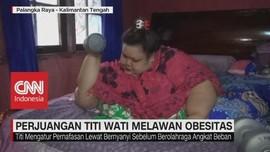 Melawan Obesitas, Titi Wati Bernyanyi Dan Diberi Barbel