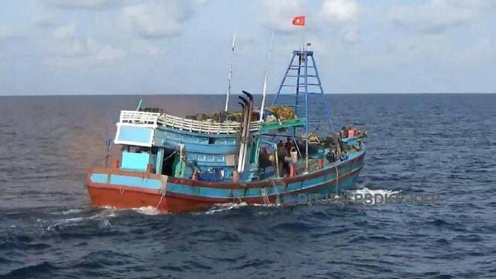 Menteri KKP mengklaim perizinan kapal cepat.
