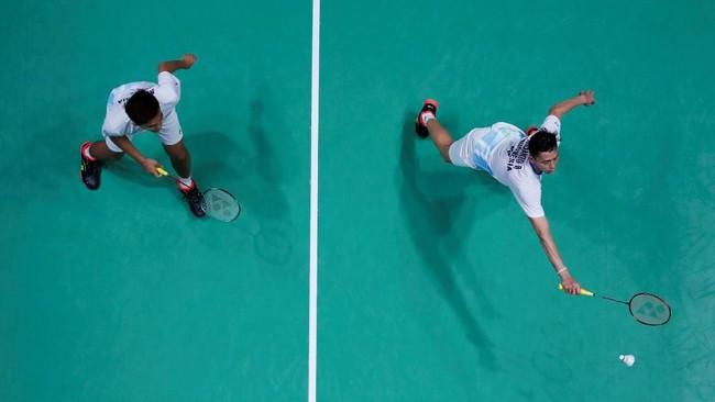 Fajar Alfian/M Rian Ardianto meraih kemenangan atas Goh V Shem/Tan Wee Kiong 22-20 dan 21-12. (Action Images via Reuters/Andrew Boyers)