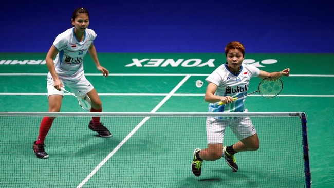 Indonesia tidak memiliki wakil di semifinal ganda putri. Pasangan nomor satu Indonesia Greysia Polii/Apriyani Rahayu gagal melewati adangan Chen Qingchen/Jia Yifan. (Action Images via Reuters/Andrew Boyers)
