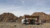 Di tengah lesunya harga minyak dunia, Dubai mempromosikan wisatanya, dan kali ini dengan memadukan wisata alam kamping dengan kemewahan hotel berbintang. (AFP/Karim Sahib)