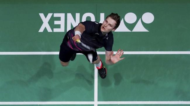 Viktor Axelsen asal Denmark perlu berjuang keras untuk melangkah ke final dan menundukkanwakil China Shi Yuqi. Axelsen mengalahkan Shi Yuqi 22-20 13-21 21-9 dalam 1 jam 6 menit. (Action Images via Reuters/Andrew Boyers)