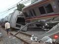 VIDEO: KRL Anjlok, Penumpang dan Bodi Kereta Dievakuasi
