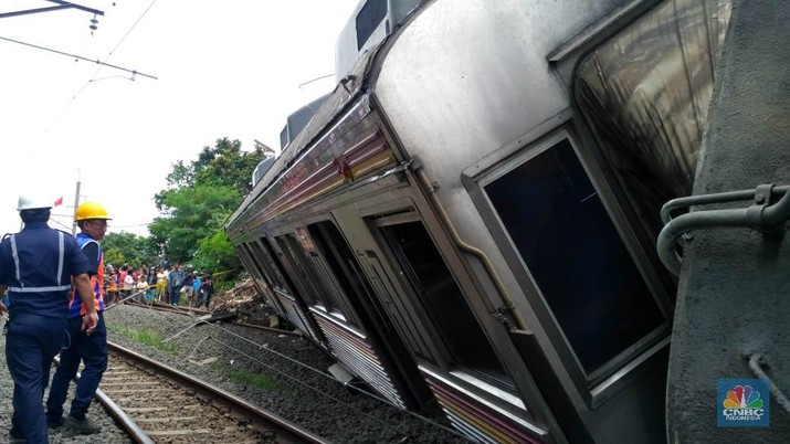 KRL Beroperasi Terbatas, Kemenhub Siapkan 65 Bus dari Bogor