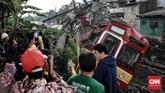 Kereta Commuter Jabodetabek KA 1722 (rute Jatinegara-Bogor) anjlok di kawasan Kebon Pedes antara Stasiun Cilebut-Bogor, Minggu (10/3) sekitar pukul 10.00 WIB. (CNN Indonesia/Andry Novelino)