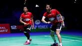 Ganda campuran Indonesia, Mohammad Ahsan/Hendra Setiawan mengalahkan pasangan Jepang, Keigo Sonoda/Takeshi Kamura, 21-19, 21-16. Ahsan/Hendra pun menjadi satu-satu-nya wakil Indonesia di final All England. (Action Images via Reuters/Andrew Boyers)