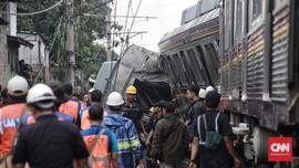 Evakuasi KRL Anjlok, Tiga Gerbong Ditarik ke Stasiun Depok