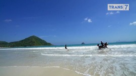 VIDEO: 'Horse Surfing' di Lombok