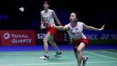 Ganda putri Jepang, Mayu Matsumoto/Wakana Nagahara mengalahkan rekan senegara mereka 21-11, 21-12 di babak semifinal dalam 53 menit. (Action Images via Reuters/Andrew Boyers)