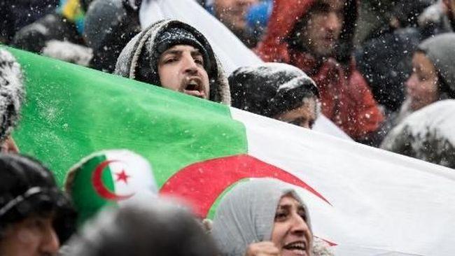 Presiden Aljazair Kembali ke Negaranya, Disambut Unjuk Rasa