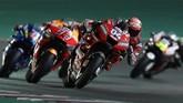 Andrea Dovizioso, Marc Marquez, dan Alex Rins tercatat bergantian memimpin lomba MotoGP Qatar 2019. (Photo by KARIM JAAFAR / AFP)