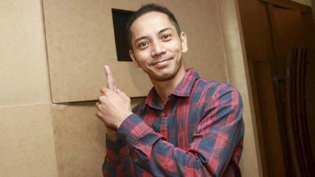 Fauzi Baadila Unggah Video Copot Poster Jokowi-Ma'ruf