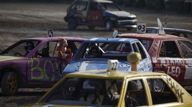 Acara ini adalah untuk pertama kalinya yang seluruh pesertanya adalah wanita dan mendapat dukungan dari Association of Motor Sports and Cars. (REUTERS/Darrin Zammit Lupi)