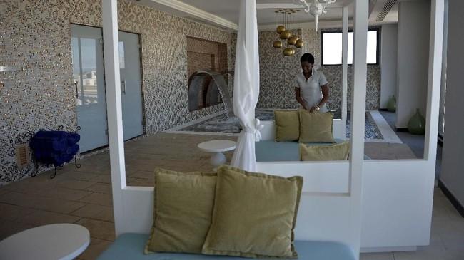 Ruangan di Spa Albear, Gran Manzana Hotel, Havana, Kuba. Setahun kemudian perusahaan asal Spanyol, Iberostar, membuka hotel bintang limanya, Grand Packard. Perusahaan Prancis, Accor, juga akan membuka hotelnya di Havana pada September mendatang.