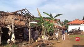 VIDEO: Angin Puting Beliung Rusak Puluhan Rumah di Sumenep