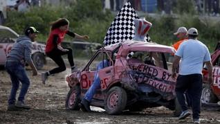 FOTO: Wanita-wanita Penghancur Mobil