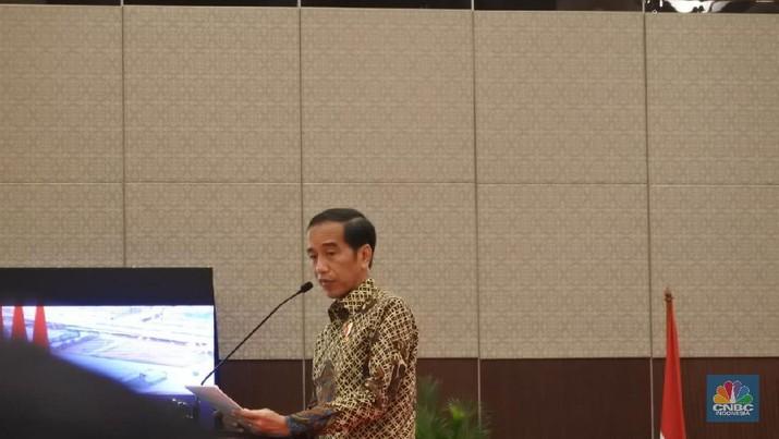 Presiden Joko Widodo (Jokowi) menyayangkan sebagian besar ekspor Indonesia hanya bahan mentah (raw material).