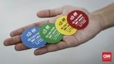 Ada empat 4 warna stiker penanda waktu uji coba MRT untuk warga, yakni pukul 08.00-10.00 WIB, 10.00-12.00 WIB, 12.00-14.00 WIB, dan 14.00-16.00 WIB (CNNIndonesia/Safir Makki).