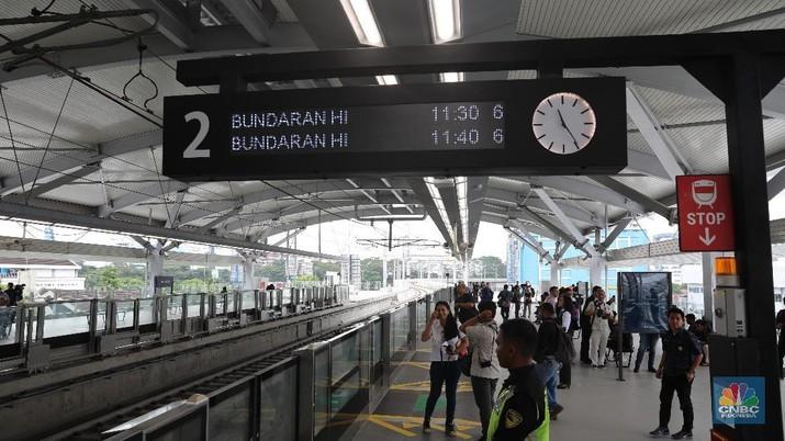 Sedangkan layanan Stasiun MRT bawah tanah dimulai dari Stasiun Senayan sampai dengan Stasiun Bundaran HI ditutup.