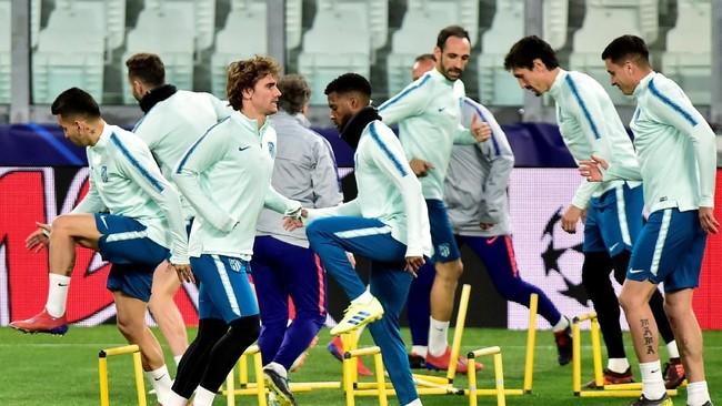 Para pemain Atletico Madrid akan memanfaatkan keunggulan 2-0 yang dibukukan di Stadion Wanda Metropolitano pada 20 Februari. (REUTERS/Massimo Pinca)