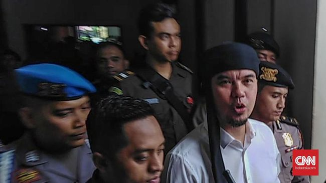 Dhani Teriak 'Prabowo Menang' Usai Dituntut 1,5 Tahun Penjara