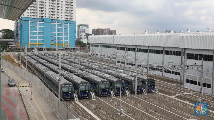 Wajah Semringah Mereka yang Menikmati MRT Jakarta
