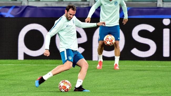 Diego Godin menjadi salah satu pemain penting Atletico Madrid. Bek uzur ini juga membuktikan kemampuan mencetak gol dalam pertemuan pertama dengan Juventus. (REUTERS/Massimo Pinca)