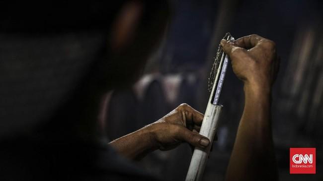 Kadar alkohol yang dihasilkan dari proses destilasi bisa bervariasi, namun para perajin ciu Bekonang mempertahankan kadar alkohol tak lebih dari 30 persen. (CNN Indonesia/ Hesti Rika)