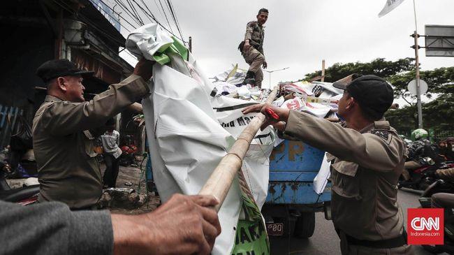 Bawaslu Copot 15 Ribu Alat Peraga Kampanye di Jakarta