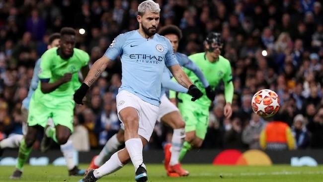 Sergio Aguero membuka kemenangan besar Man City atas Schalke lewat tendangan penalti pada menit ke-35. (Action Images via Reuters/Lee Smith)