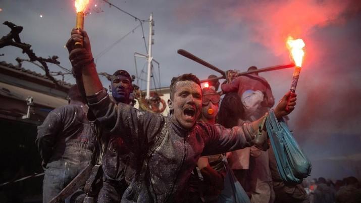Spartaa! Begini Keseruan Perang Tepung di Yunani