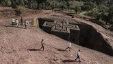 Direktur Pelestarian Warisan Budaya di Otoritas untuk Peneltian dan Konservasi Warisan Budaya Ethiopia membantah segala klaim warga itu. Menurutnya, tidak ada yang perlu dikhawatirkan. (Photo by EDUARDO SOTERAS / AFP)